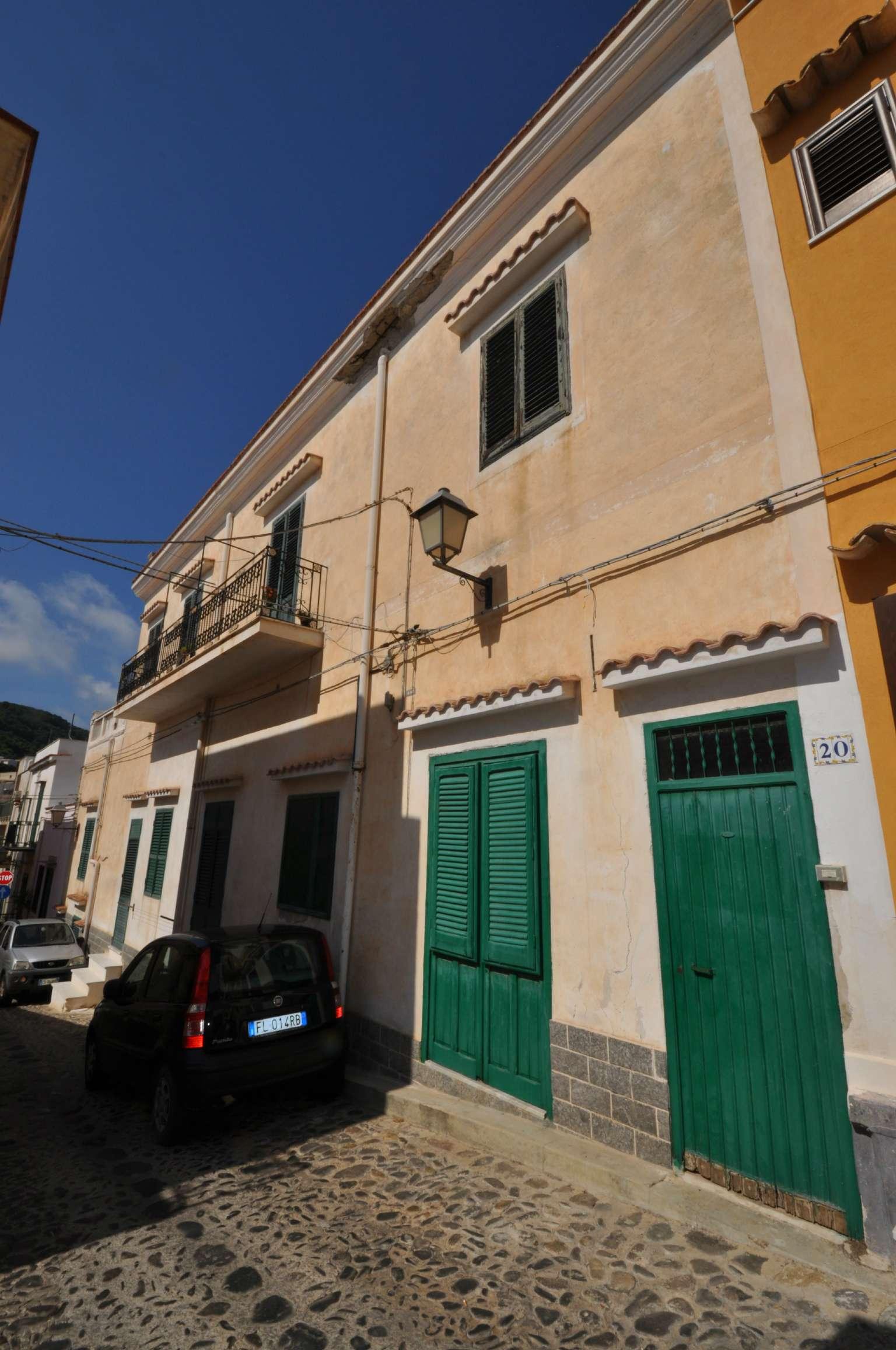 Casa indipendente in Vendita a Ustica: 5 locali, 185 mq