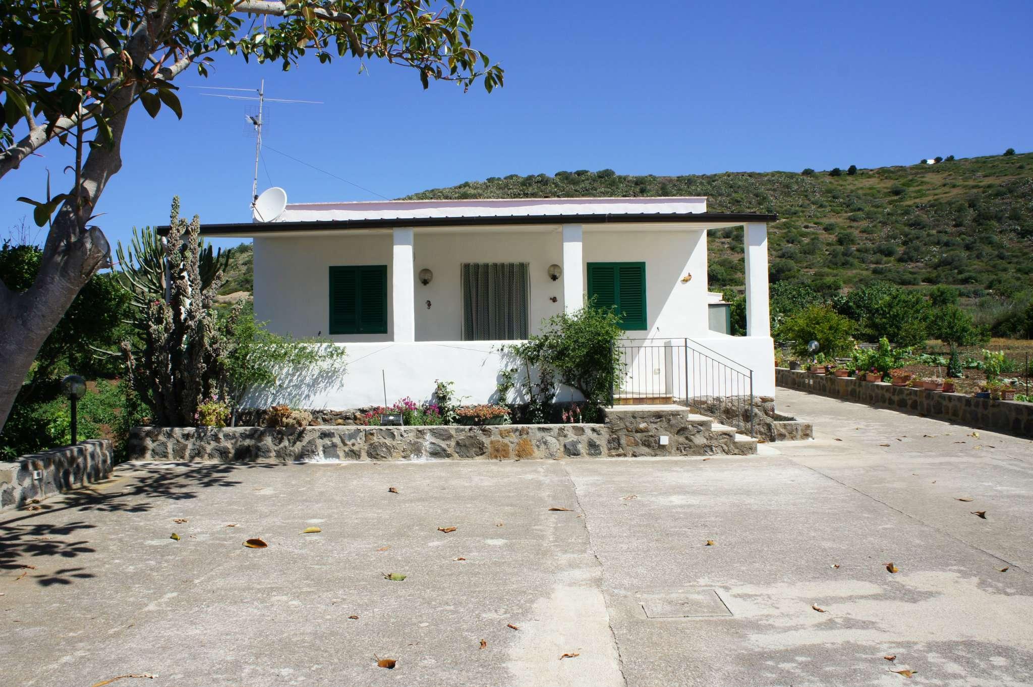 Casa indipendente in Affitto a Ustica: 4 locali, 140 mq