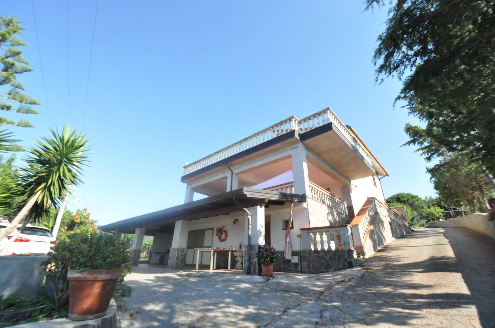 Villa in Vendita a Caronia: 5 locali, 150 mq