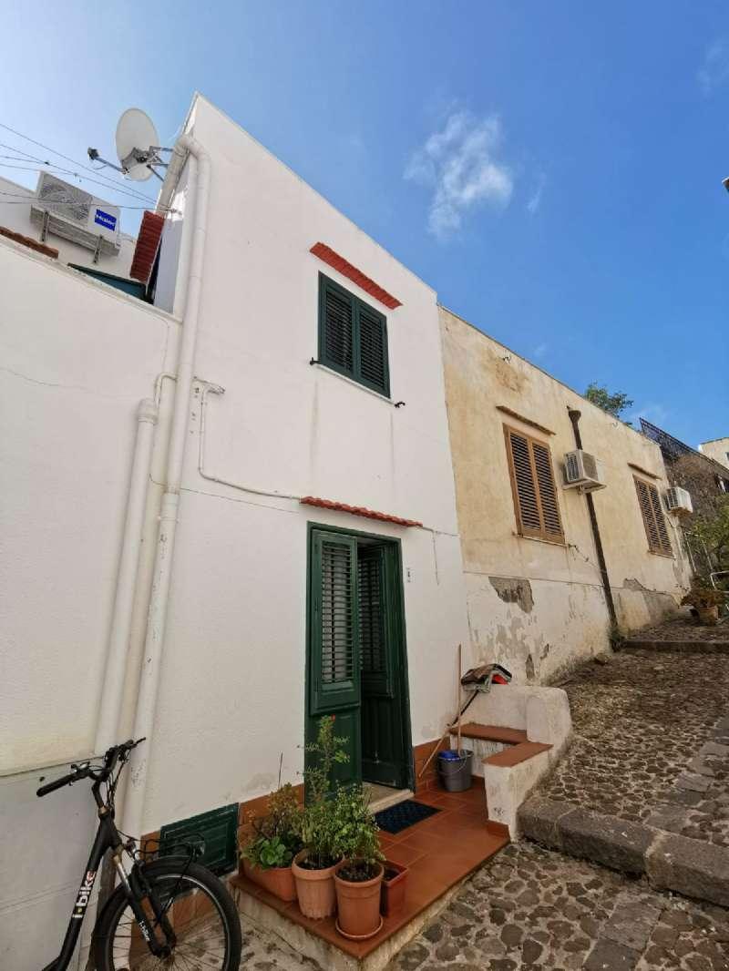 Casa indipendente in Vendita a Ustica: 3 locali, 105 mq