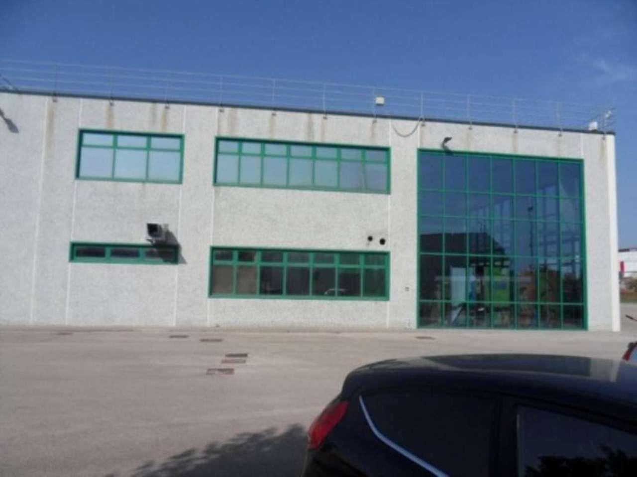 Capannone in affitto a Aprilia, 6 locali, prezzo € 11.000 | Cambio Casa.it