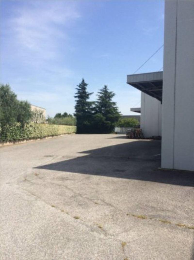 Capannone in affitto a Roma, 1 locali, zona Zona: 8 . Tiburtina, Colli Aniene, Pietrasanta, San Basilio, prezzo € 21.500 | Cambio Casa.it