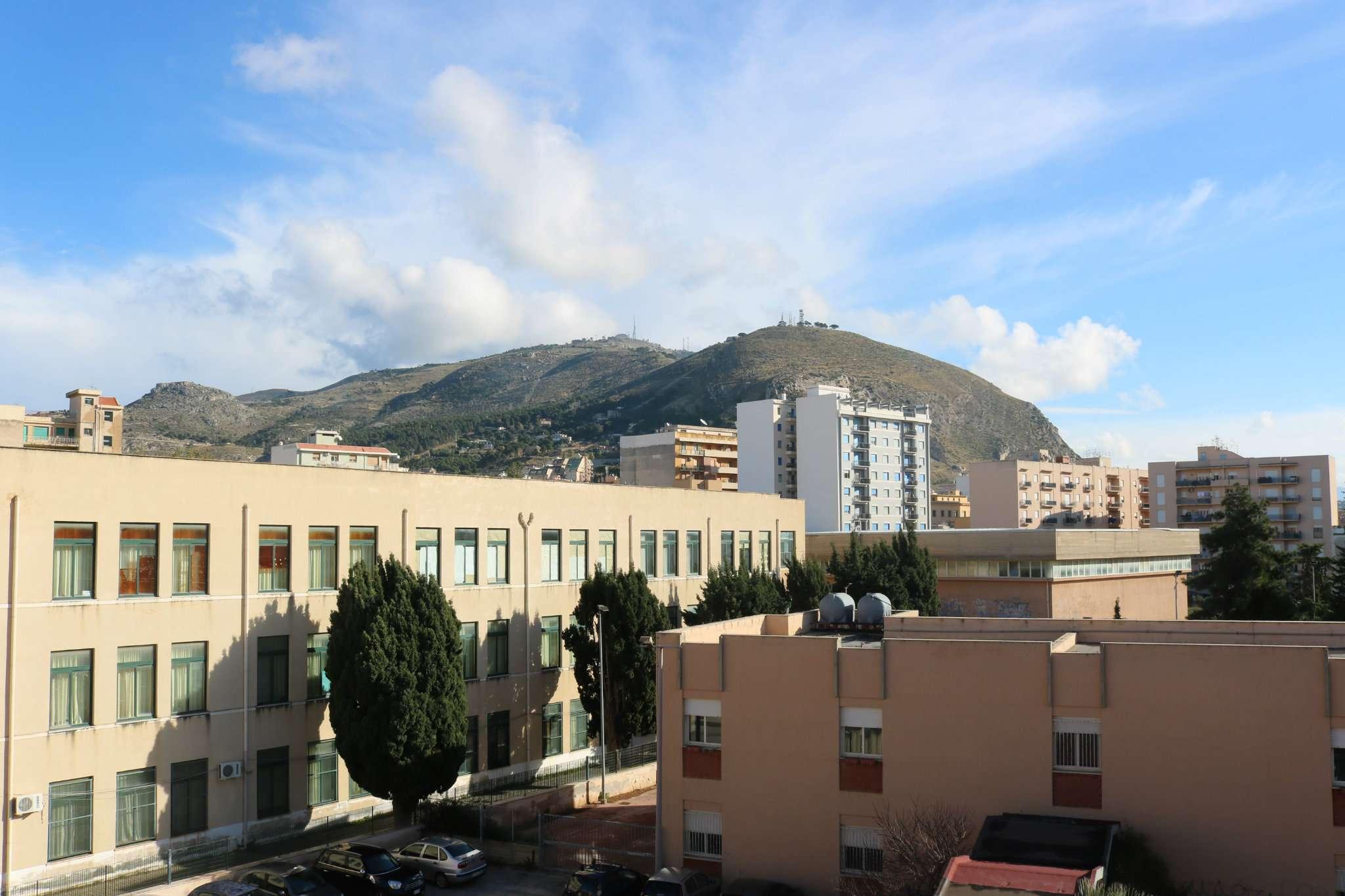 Appartamento in affitto a Trapani, 8 locali, prezzo € 500 | Cambio Casa.it