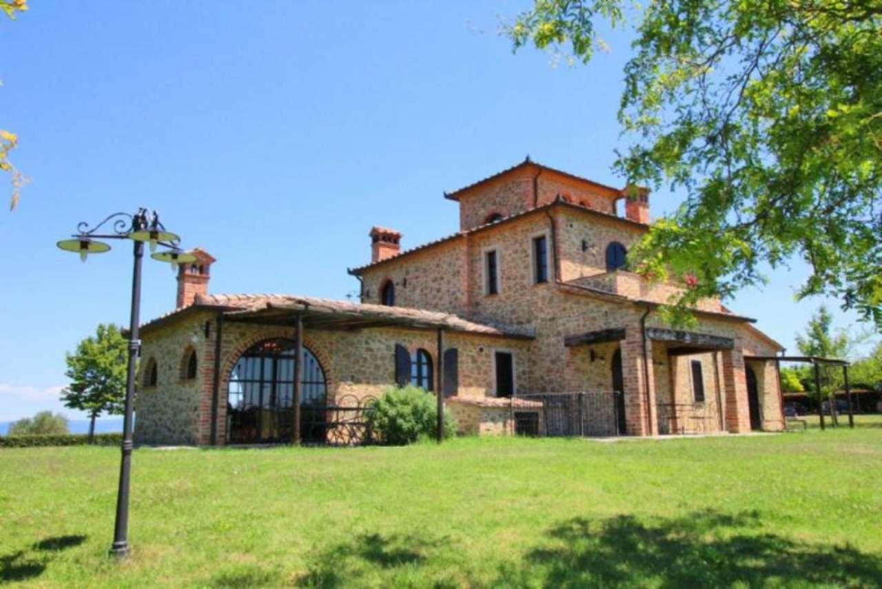 Rustico / Casale in vendita a Castiglione del Lago, 10 locali, prezzo € 1.490.000 | Cambio Casa.it