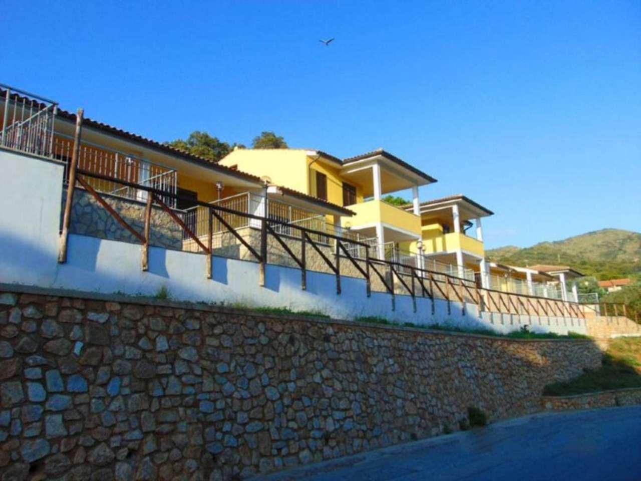 Palazzo / Stabile in Vendita a Rio nell'Elba
