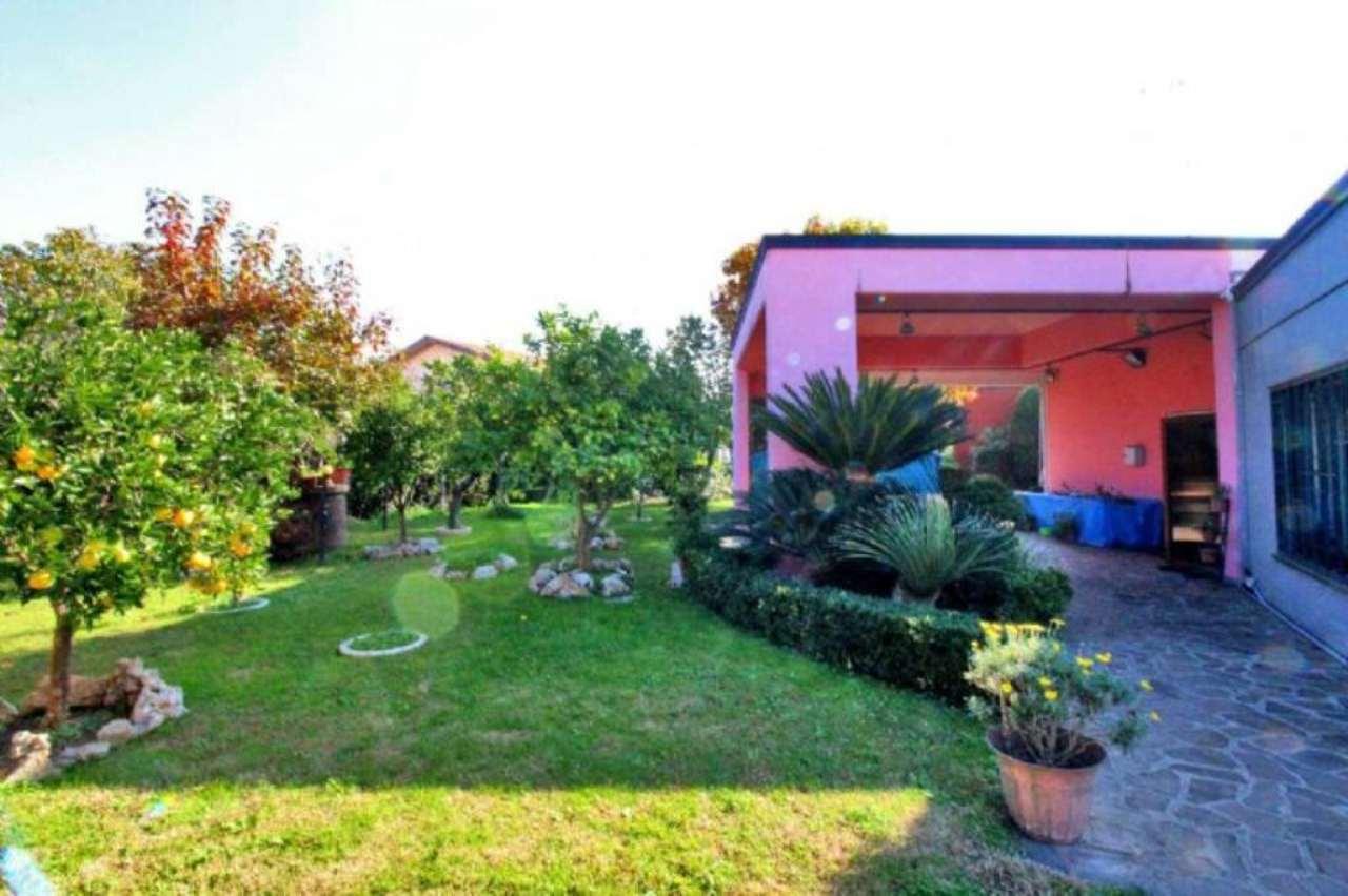 Villa in vendita a Pomezia, 15 locali, prezzo € 1.900.000 | Cambio Casa.it