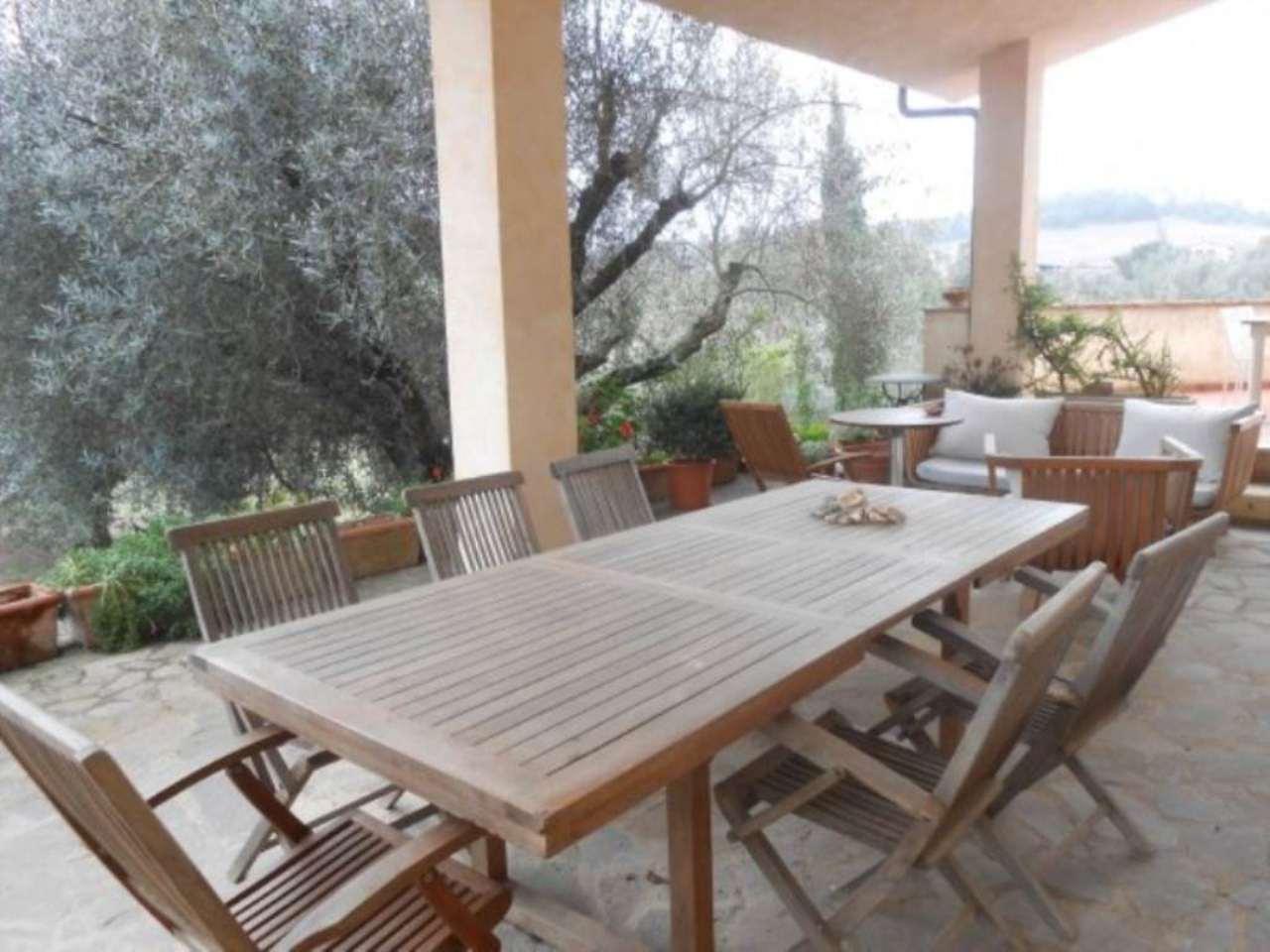 Villa in vendita a Bracciano, 12 locali, Trattative riservate | Cambio Casa.it