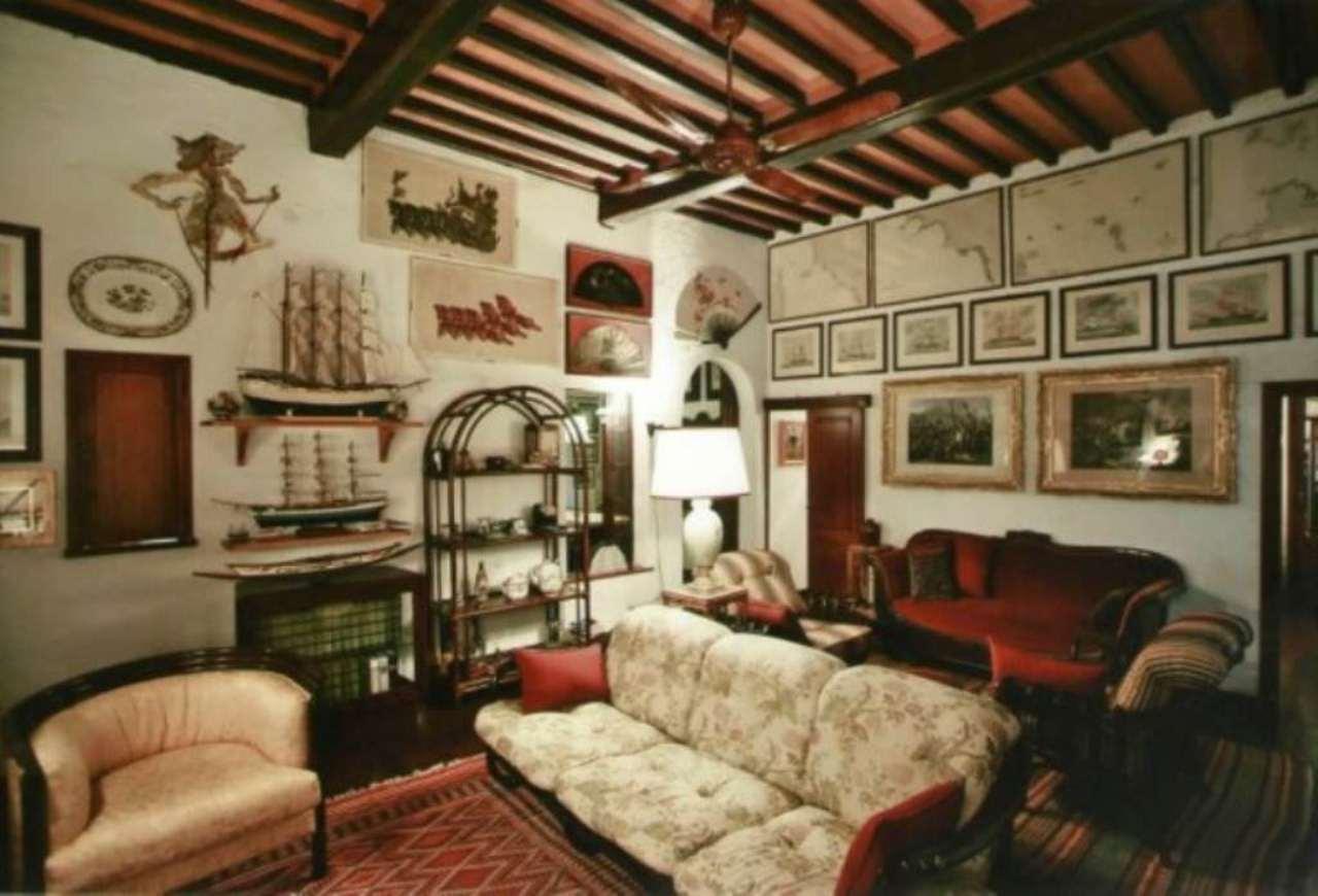 Palazzo / Stabile in Vendita a Campo nell'Elba