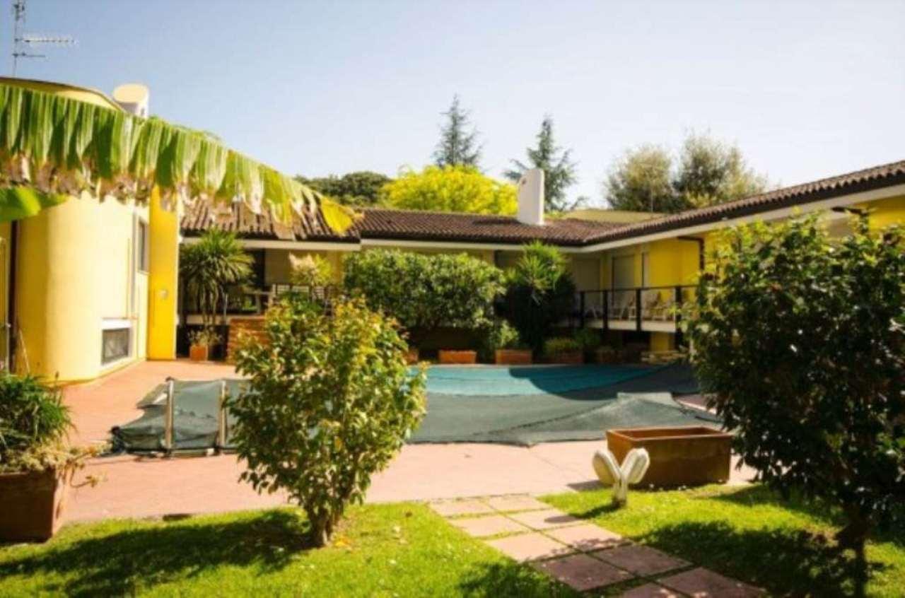 Villa in affitto a Roma, 18 locali, zona Zona: 42 . Cassia - Olgiata, prezzo € 10.900   Cambio Casa.it