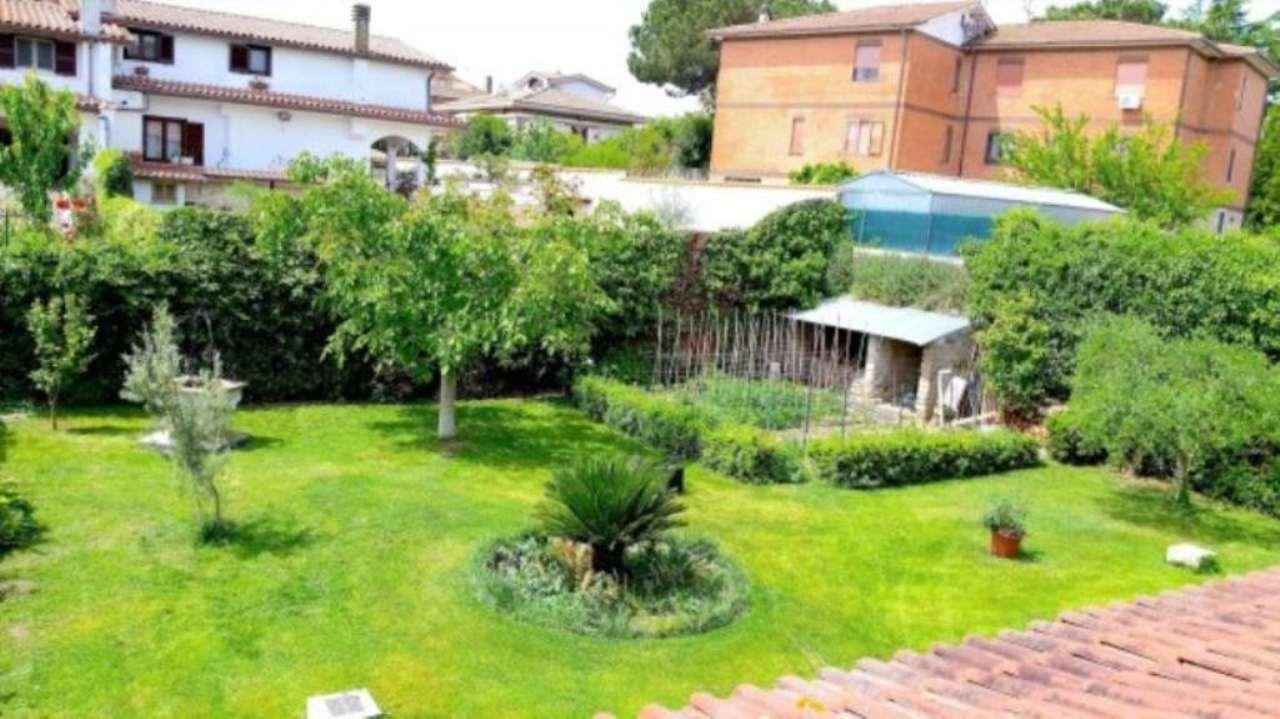 Villa in vendita a Anguillara Sabazia, 11 locali, prezzo € 850.000 | Cambio Casa.it