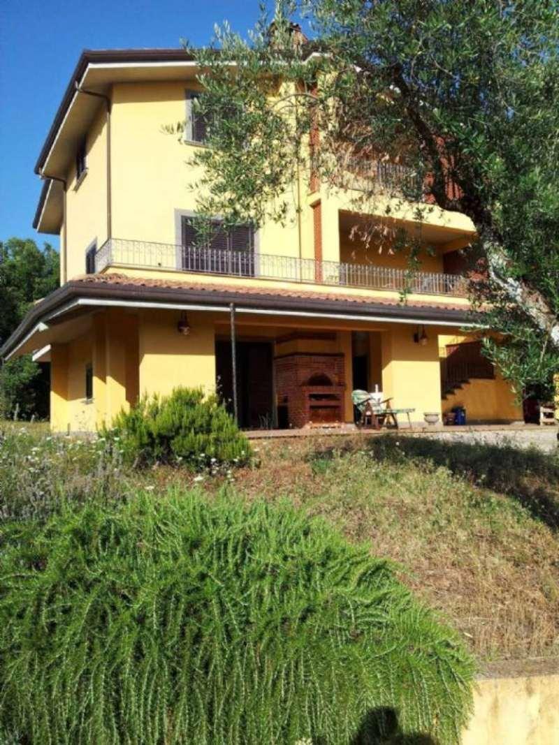 Villa in vendita a Vico nel Lazio, 14 locali, prezzo € 390.000 | Cambio Casa.it
