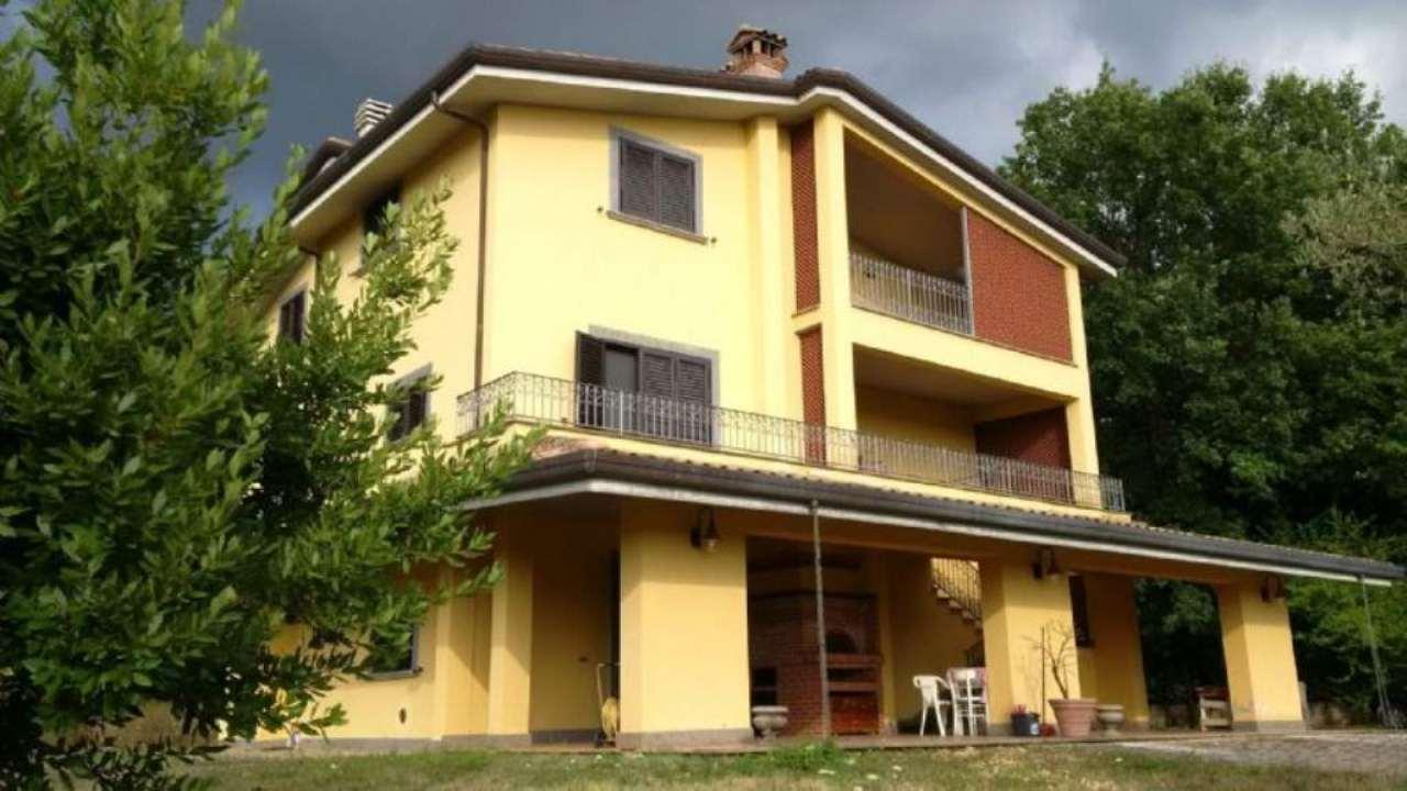 Villa in vendita a Vico nel Lazio, 14 locali, prezzo € 390.000   Cambio Casa.it