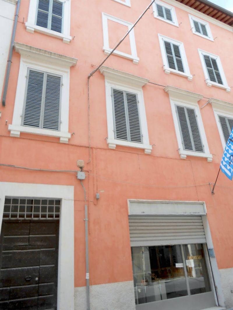 Palazzo / Stabile in vendita a Foligno, 30 locali, Trattative riservate | Cambio Casa.it