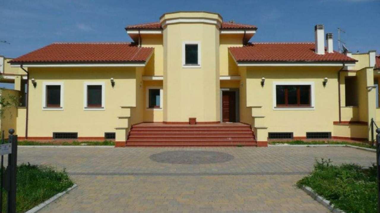 Villa in vendita a Bracciano, 9 locali, prezzo € 1.000.000   Cambio Casa.it