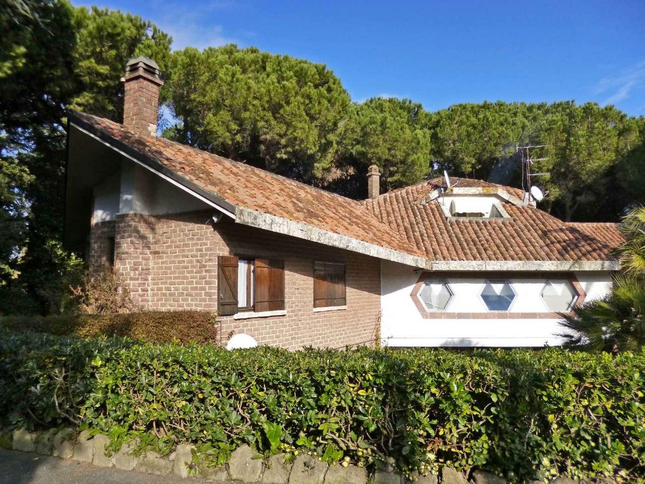 Villa in vendita a Bracciano, 14 locali, prezzo € 7.880.000 | Cambio Casa.it