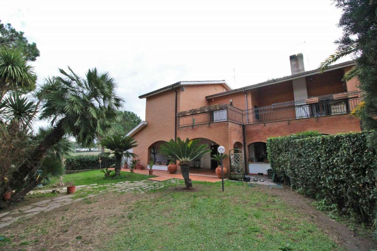 Villa in vendita a Fiumicino, 12 locali, prezzo € 850.000 | Cambio Casa.it