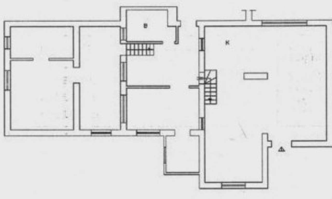 Casa indipendente in vendita 4 vani 120 mq.  via Giffone Roma