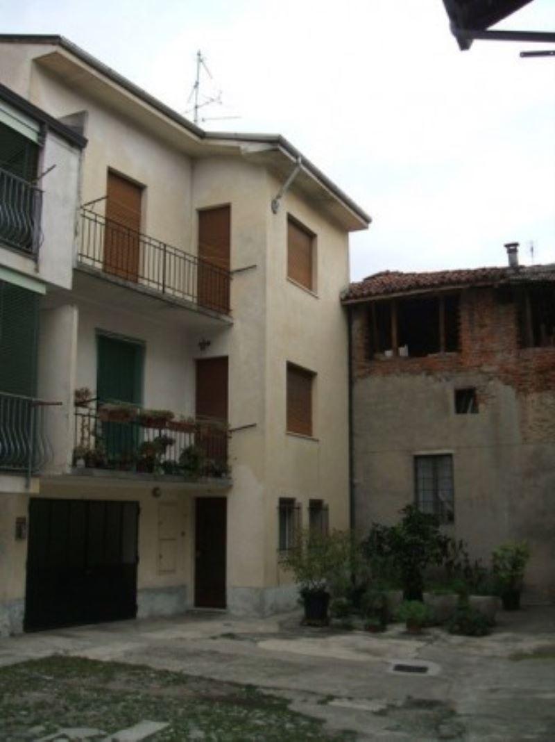 Soluzione Indipendente in vendita a Galliate, 4 locali, prezzo € 122.000 | Cambio Casa.it