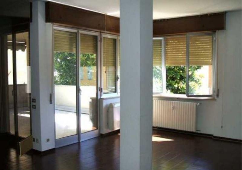 Appartamento in affitto a Galliate, 4 locali, prezzo € 750 | Cambio Casa.it