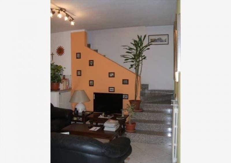 Soluzione Indipendente in vendita a Galliate, 3 locali, prezzo € 165.000 | Cambio Casa.it