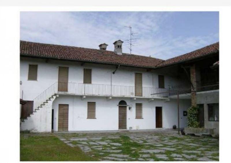 Rustico / Casale in vendita a Casalvolone, 6 locali, prezzo € 220.000 | Cambio Casa.it