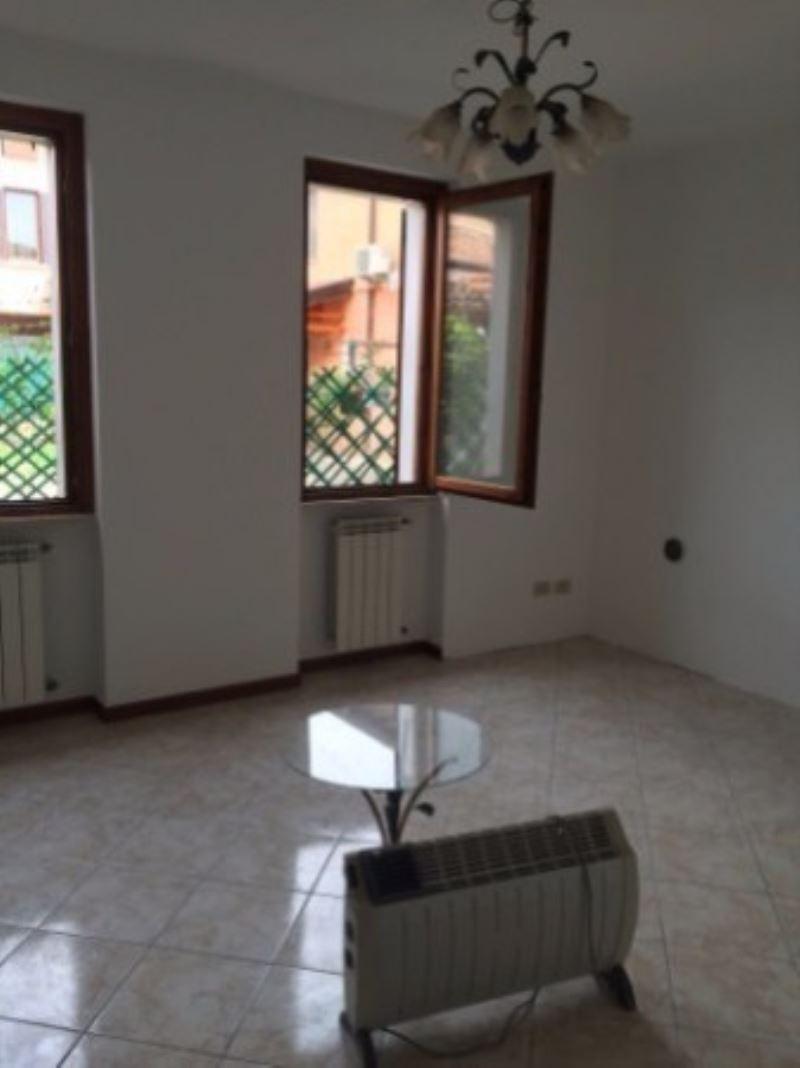 Appartamento in vendita a Castegnato, 2 locali, prezzo € 65.000 | Cambio Casa.it