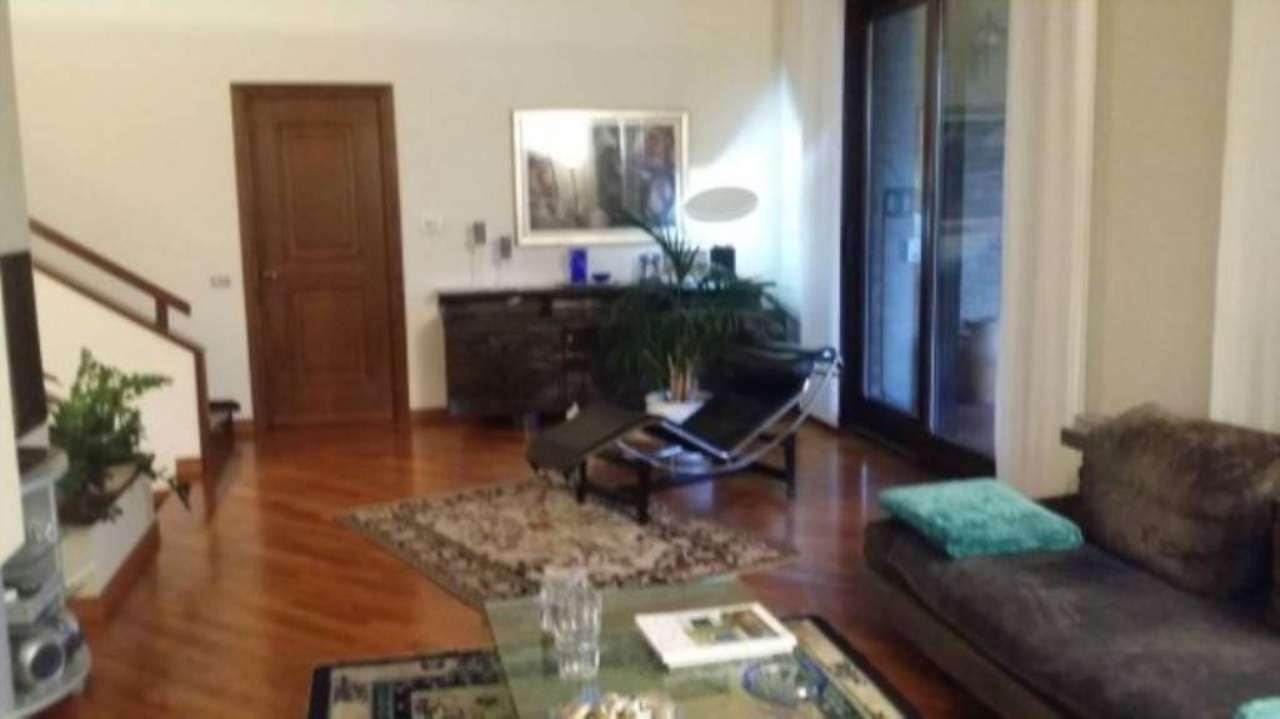 Villa in vendita a Tortona, 6 locali, prezzo € 370.000 | Cambio Casa.it
