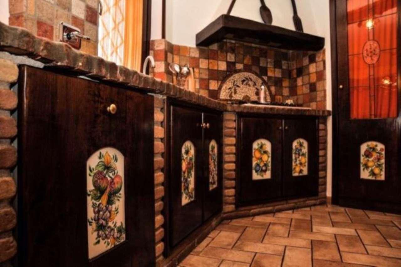 Villa in vendita a Mentana, 10 locali, prezzo € 729.000 | Cambio Casa.it