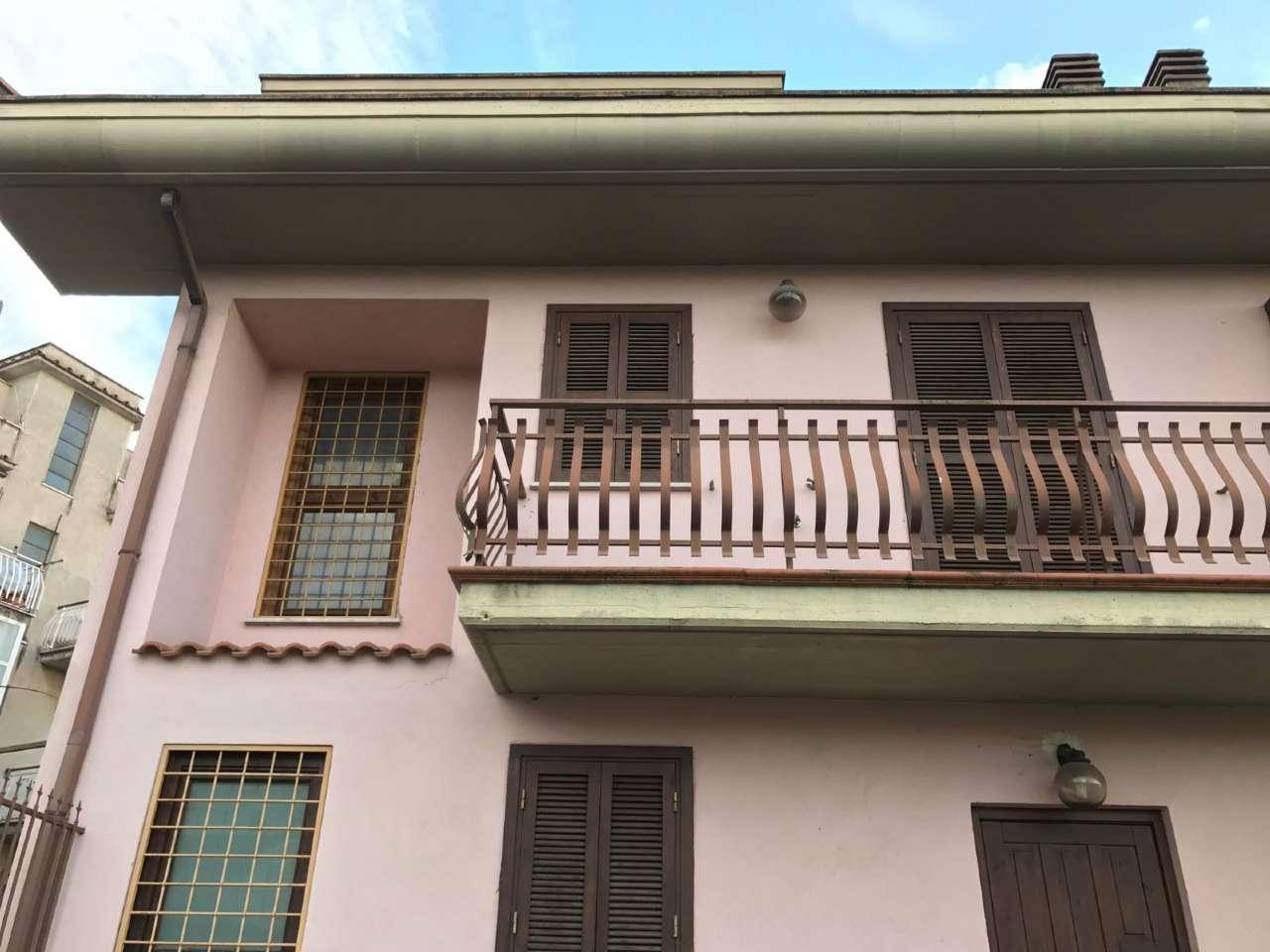 Soluzione Indipendente in vendita a Guidonia Montecelio, 8 locali, prezzo € 319.000 | Cambio Casa.it