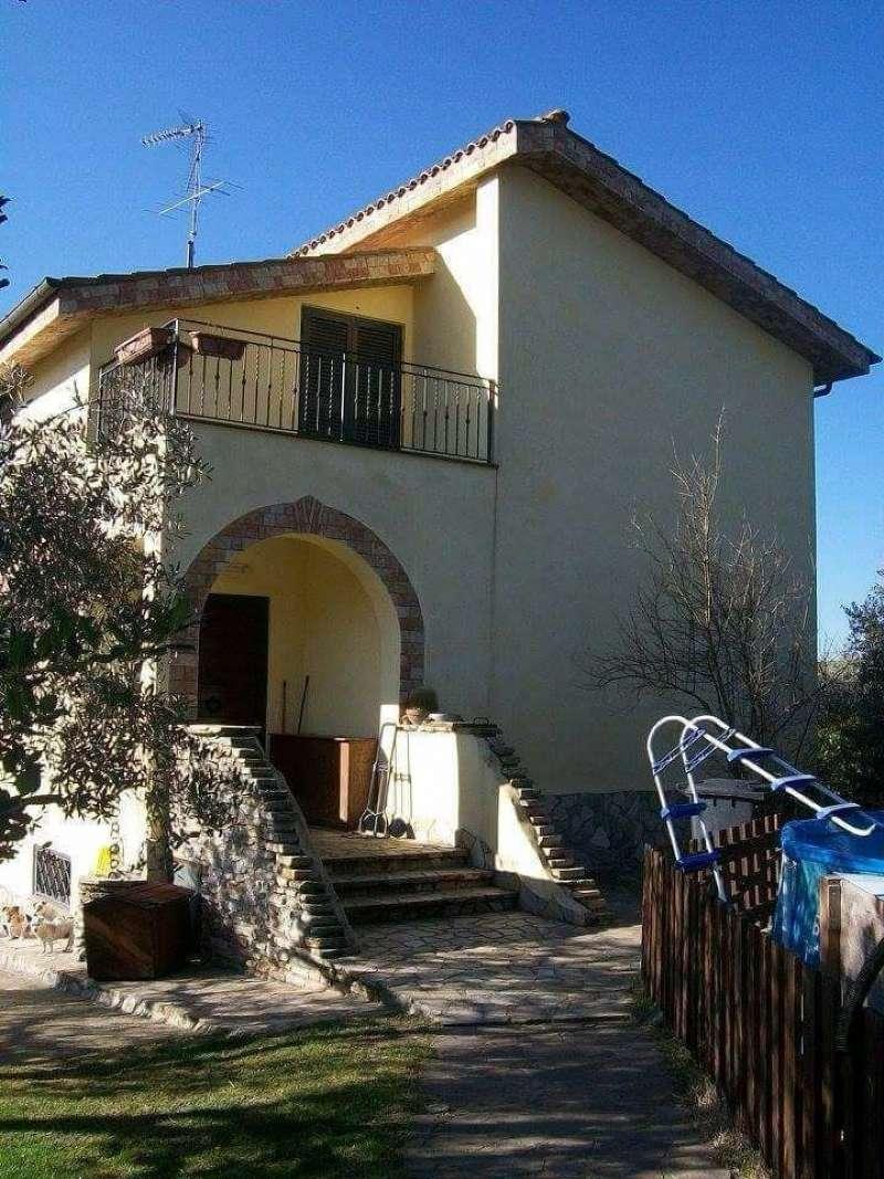 Villa in vendita a Palombara Sabina, 8 locali, prezzo € 395.000 | CambioCasa.it
