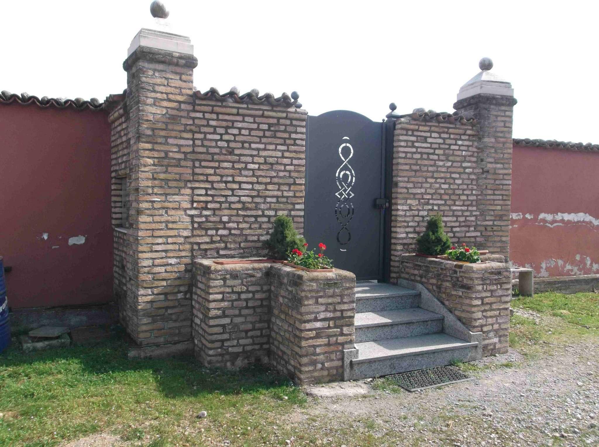 Soluzione Indipendente in vendita a Montichiari, 8 locali, Trattative riservate | Cambio Casa.it