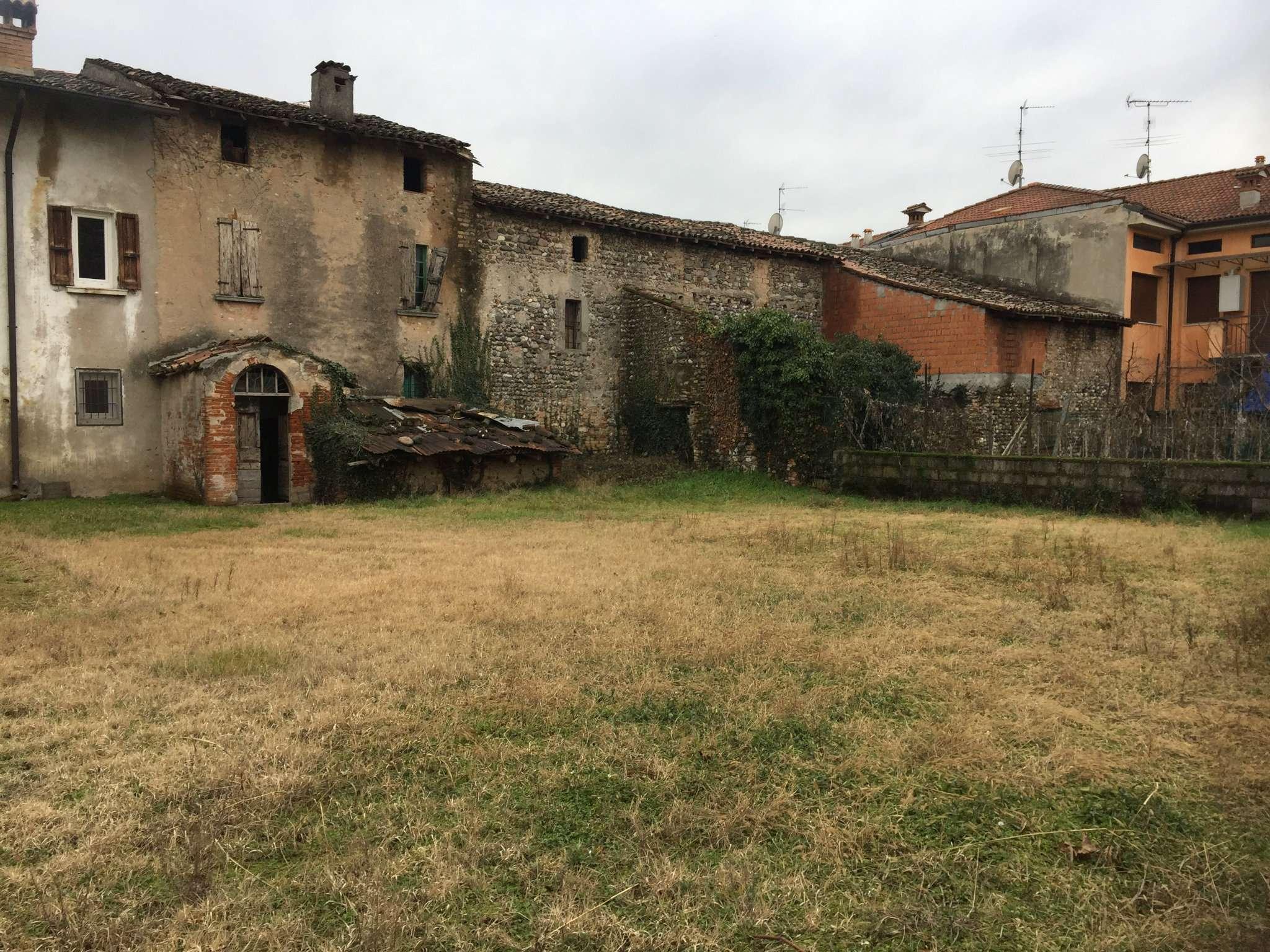 Rustico casale montichiari vendita 2000 mq for Grande casa padronale
