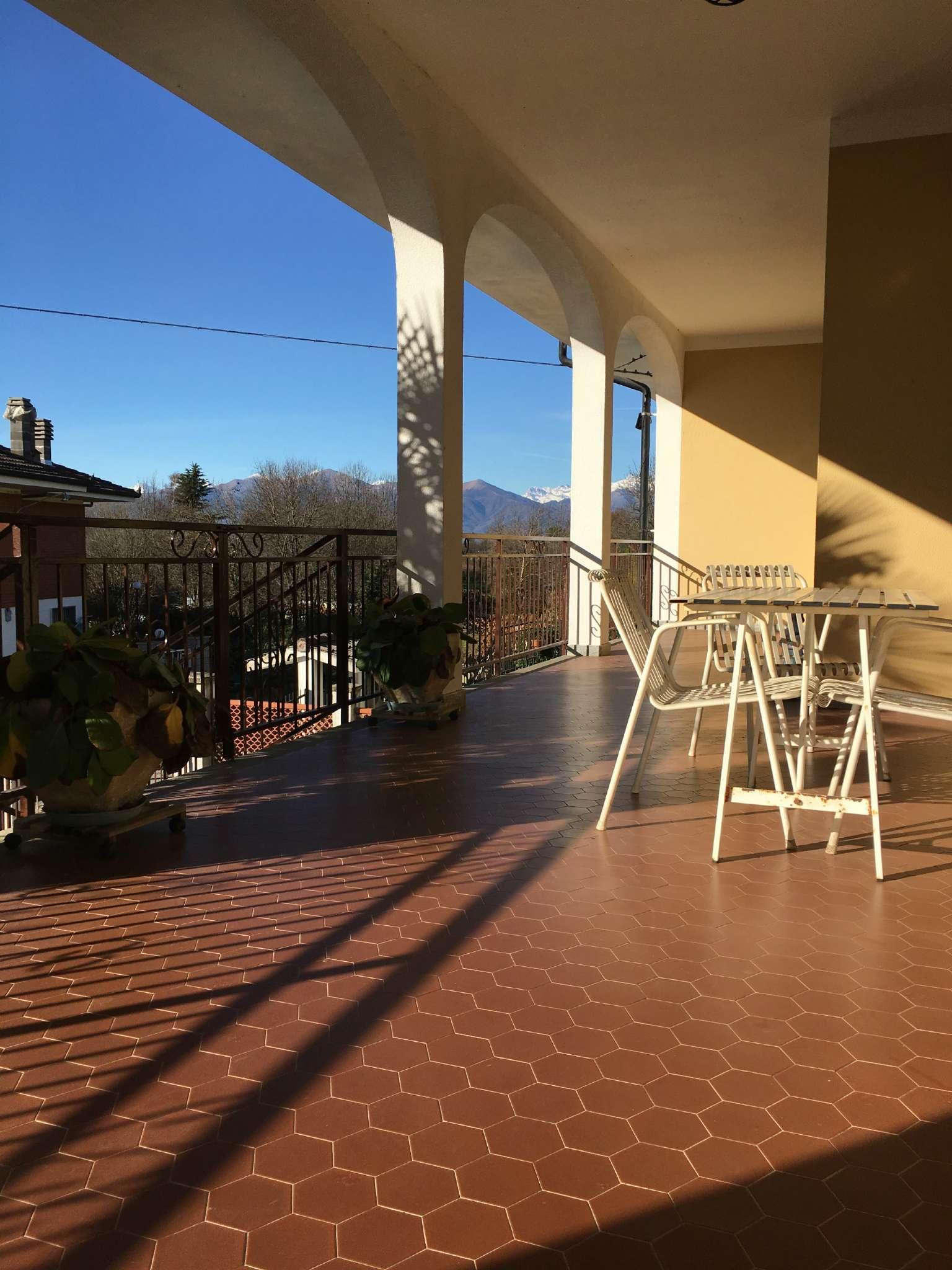 Villa Bifamiliare in vendita a Cuceglio, 11 locali, prezzo € 225.000 | Cambio Casa.it