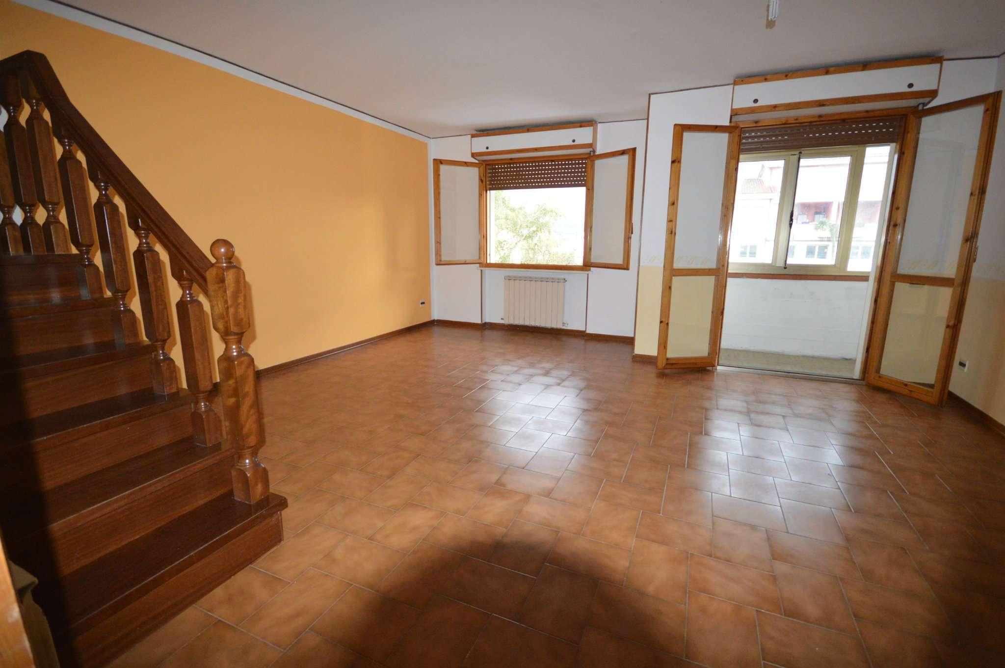 Appartamento in vendita a Montevarchi, 5 locali, prezzo € 550 | Cambio Casa.it