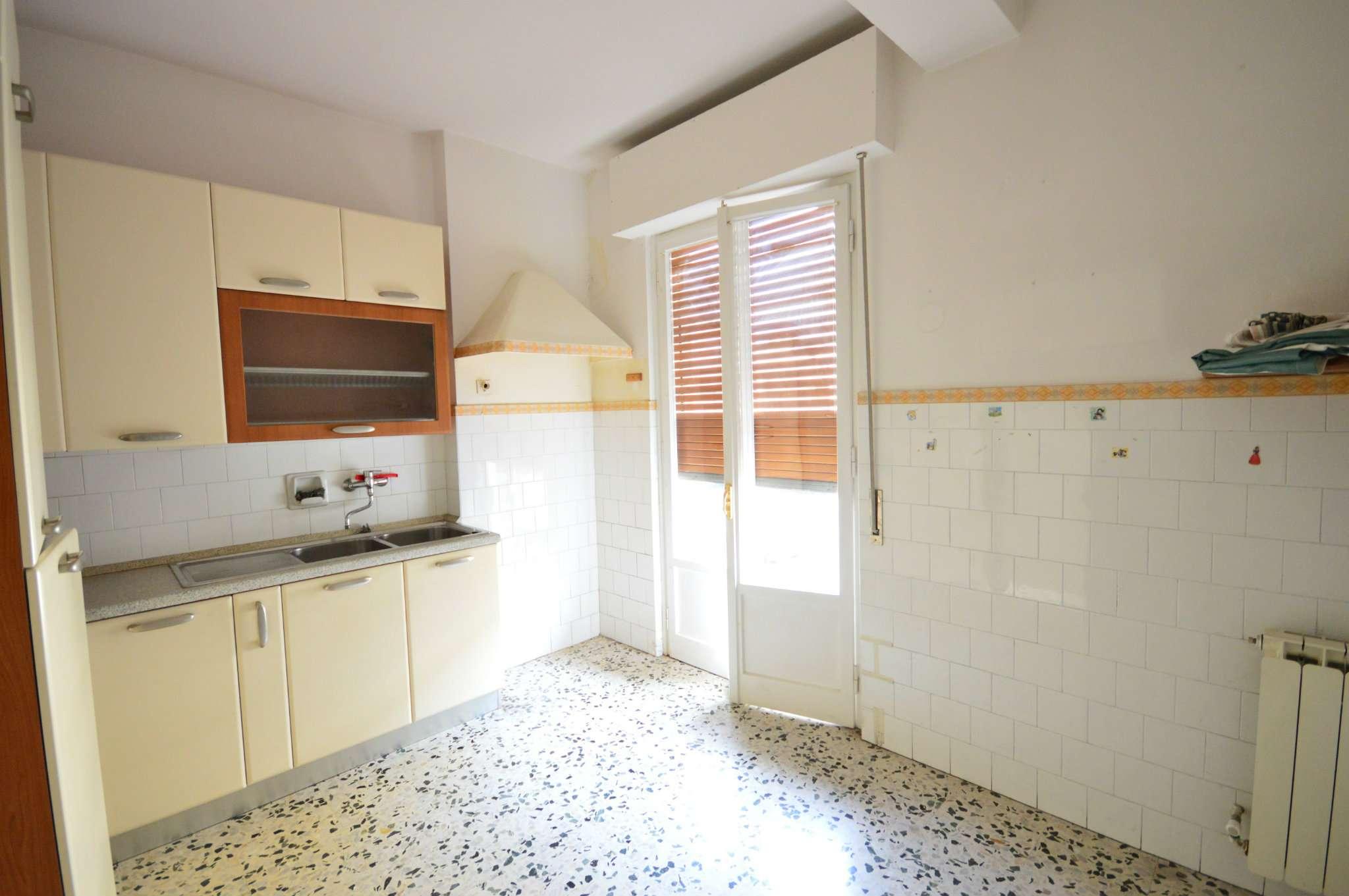 Appartamento in vendita a Montevarchi, 5 locali, prezzo € 105.000 | Cambio Casa.it