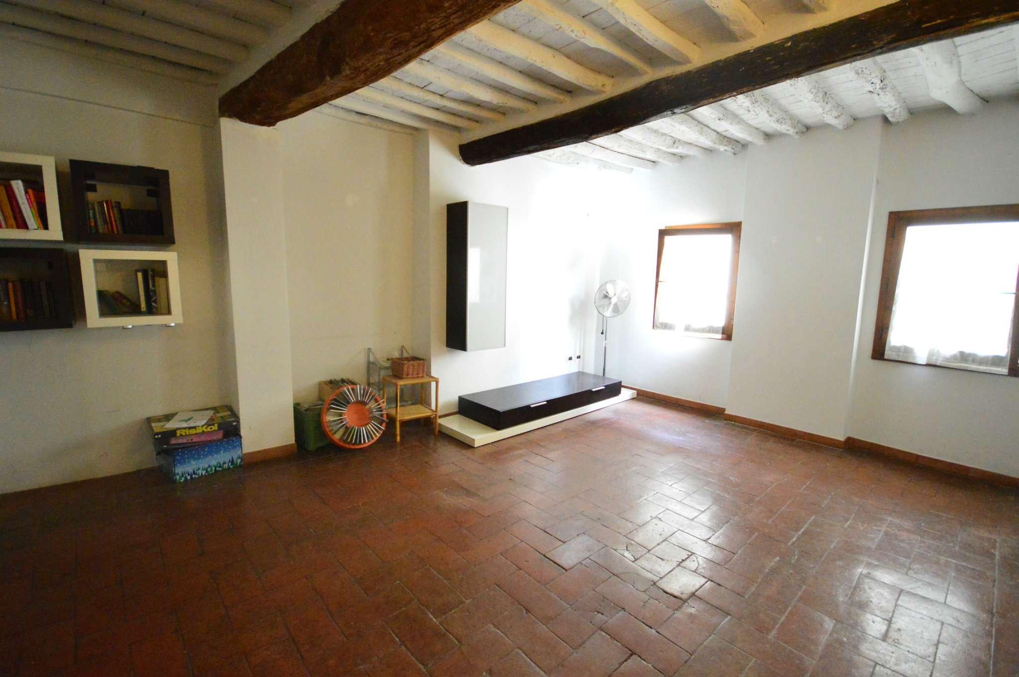 Appartamento in vendita a Montevarchi, 4 locali, prezzo € 120.000 | CambioCasa.it