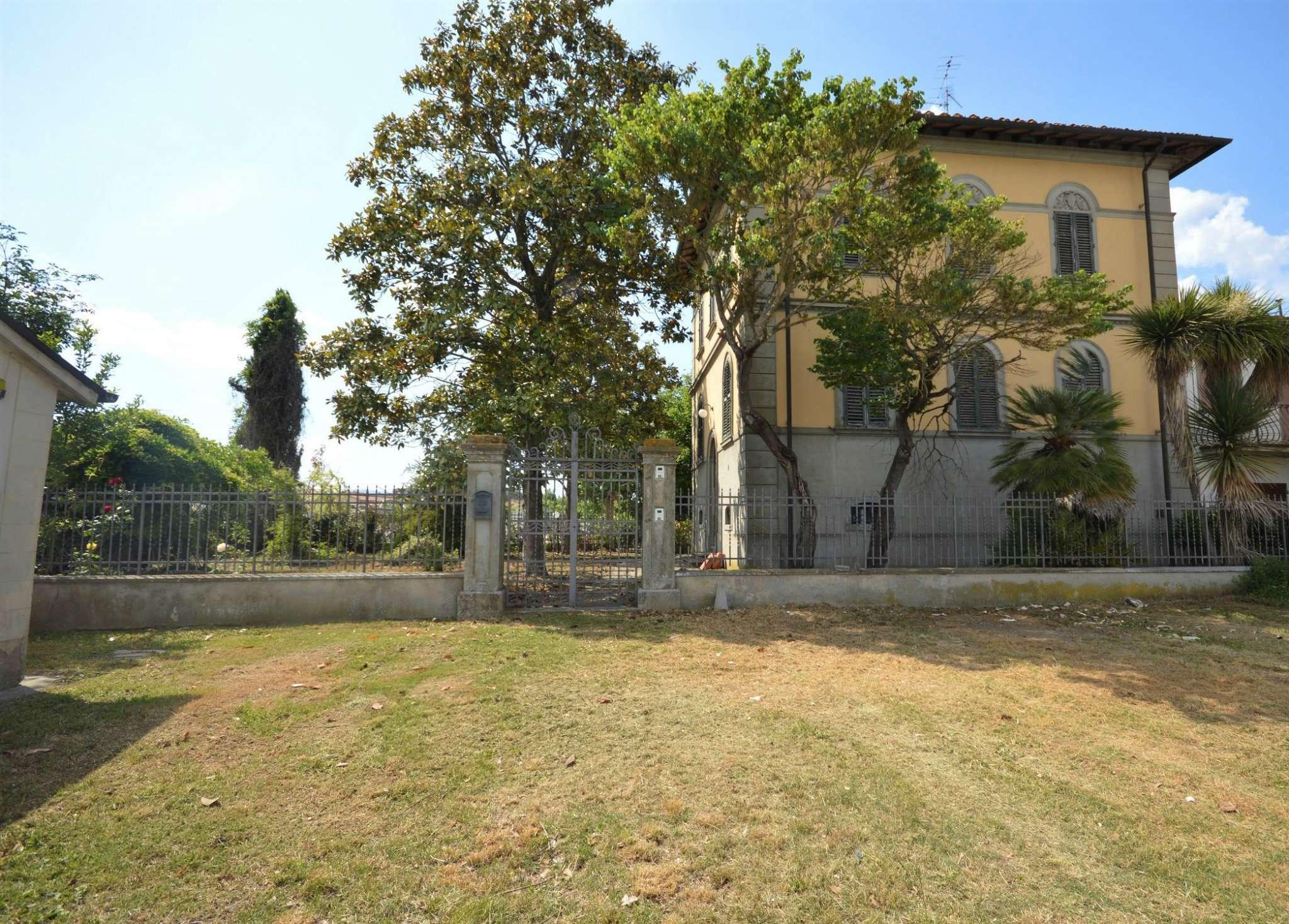 Soluzione Indipendente in vendita a Montevarchi, 12 locali, Trattative riservate | Cambio Casa.it