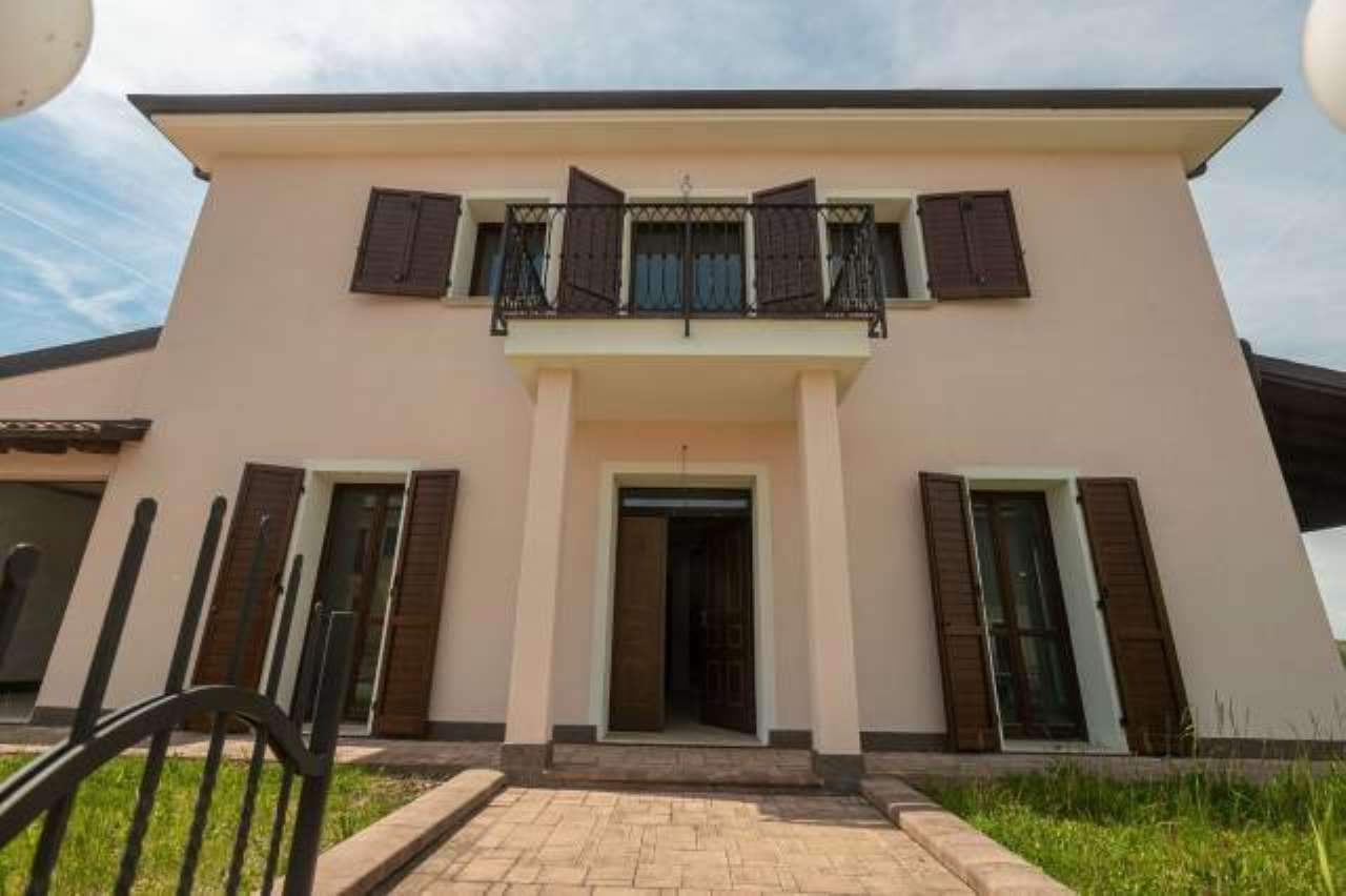 Foto 1 di Villa strada Provinciale 176, Capriata D'orba