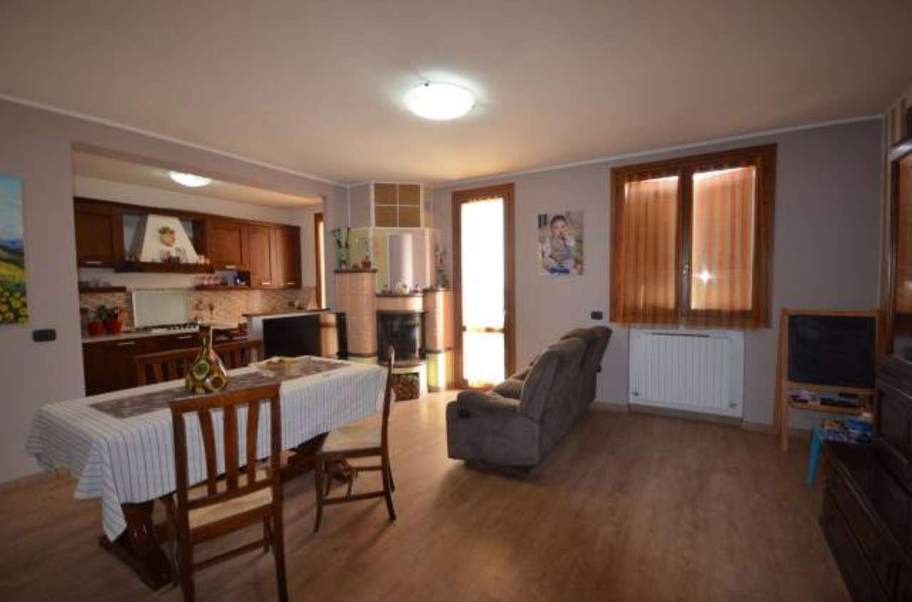 Foto 1 di Appartamento via Petrarca, 8, Pavullo Nel Frignano