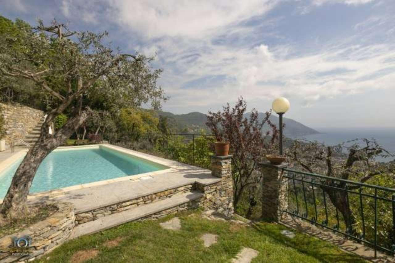 Foto 1 di Villa via Faveto, 6, Recco