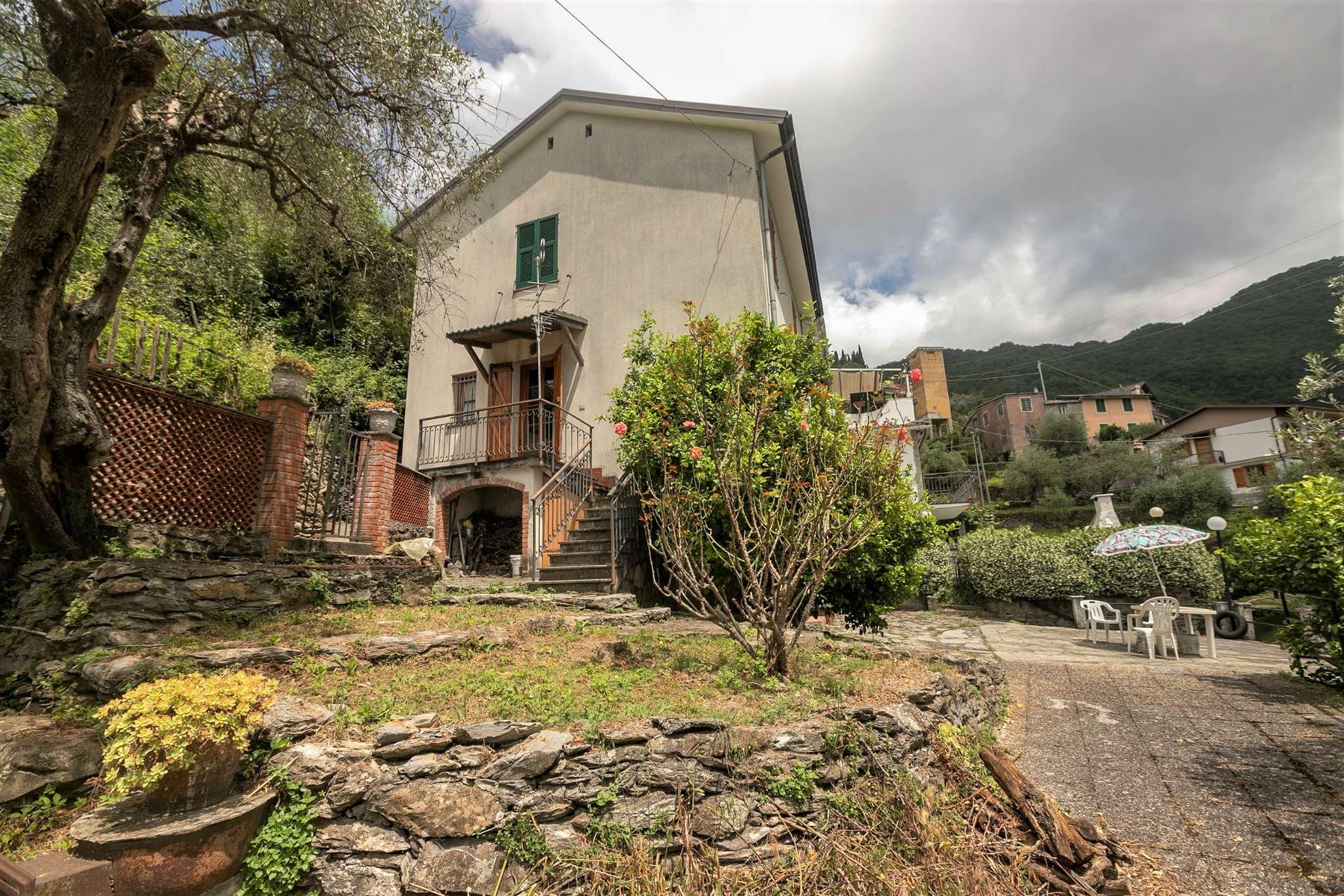 Foto 1 di Casa indipendente via Rosaiolo 23, frazione Avegno Chiesa, Avegno