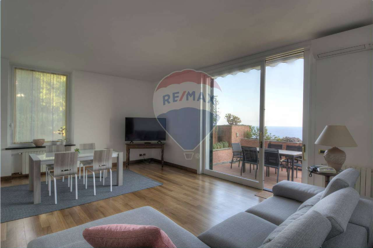 Foto 1 di Appartamento via della Rotonda 6, frazione Pineta di Arenzano, Arenzano