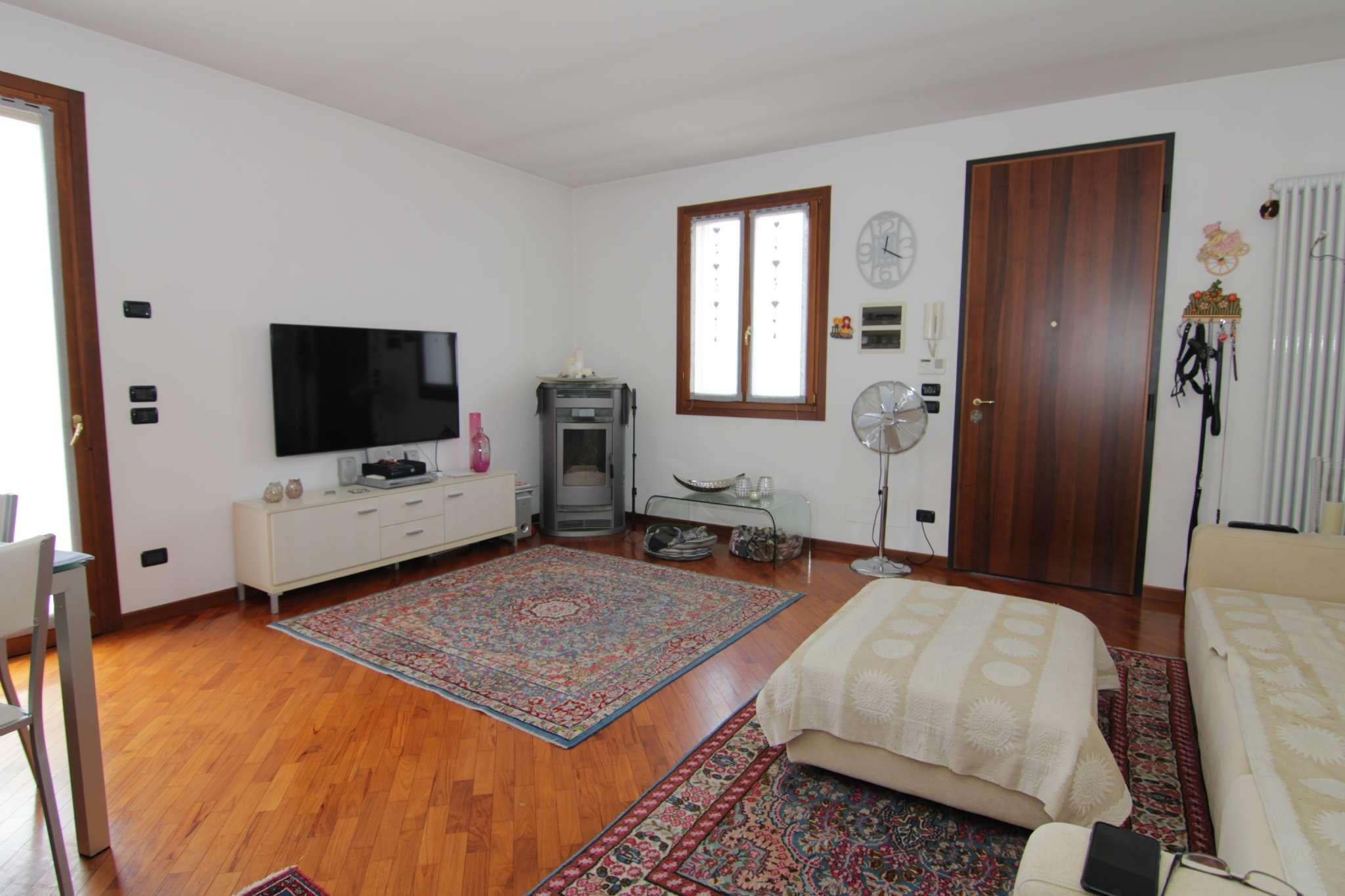 Villa Tri-Quadrifamiliare in Vendita a Villorba