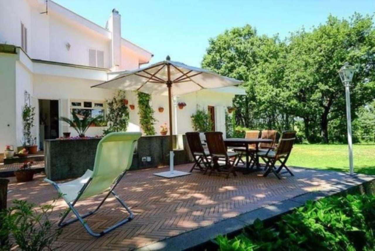 Villa in vendita a Formello, 6 locali, prezzo € 550.000 | Cambio Casa.it