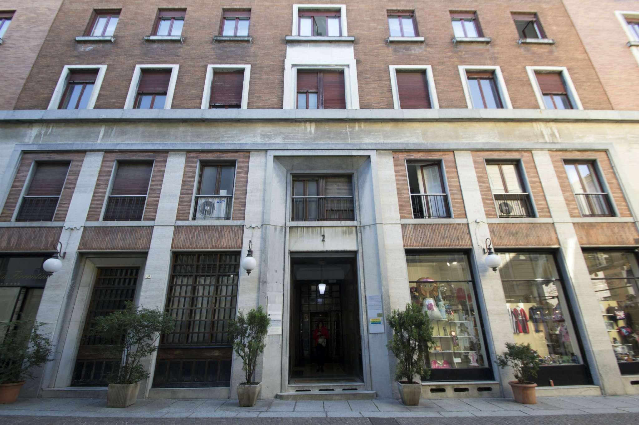 Negozio / Locale in affitto a Novara, 9999 locali, prezzo € 2.000 | Cambio Casa.it