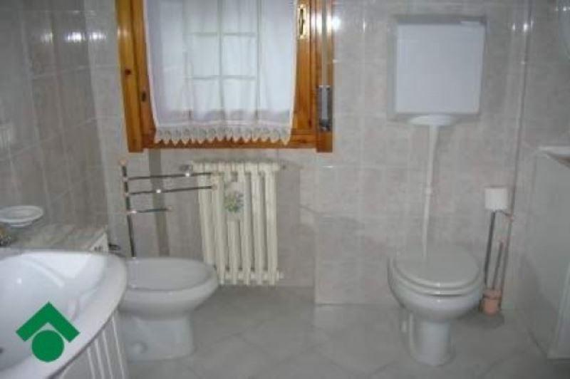 Appartamento in vendita a Quattro Castella, 6 locali, prezzo € 145.000 | Cambio Casa.it