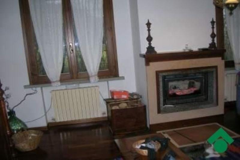 Villa in Vendita a Vezzano sul Crostolo