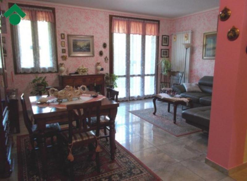 Villa a Schiera in Vendita a Vezzano sul Crostolo