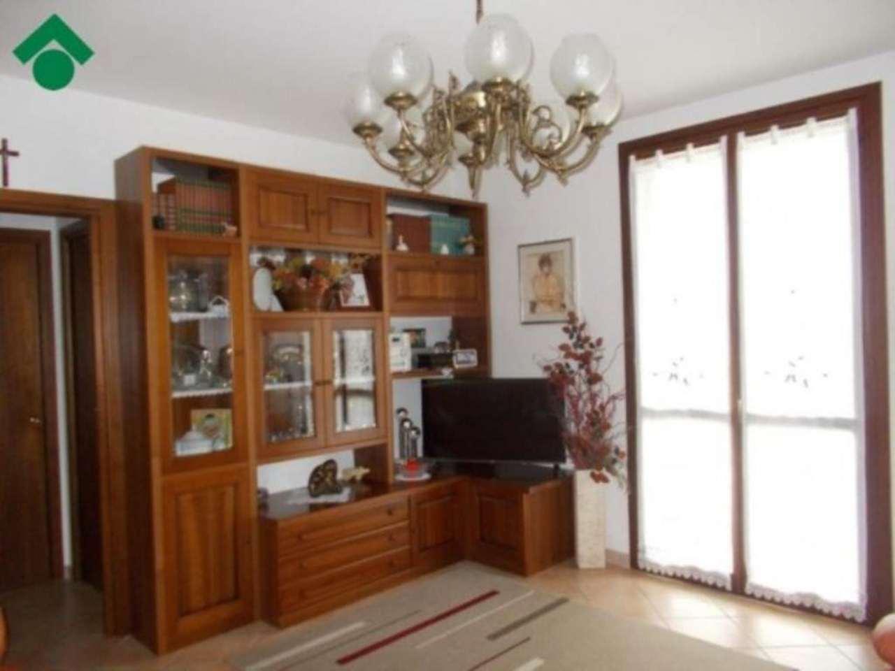 Appartamento in vendita a Quattro Castella, 6 locali, prezzo € 105.000 | Cambio Casa.it