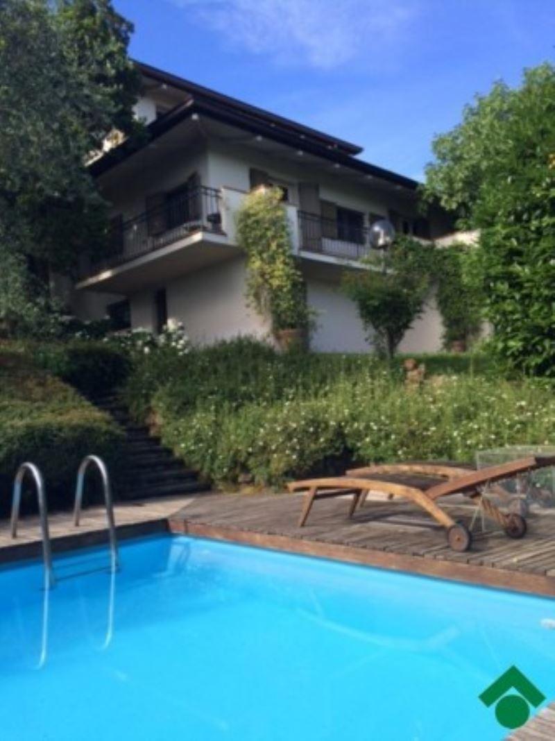Villa in vendita a Quattro Castella, 6 locali, prezzo € 720.000 | Cambio Casa.it
